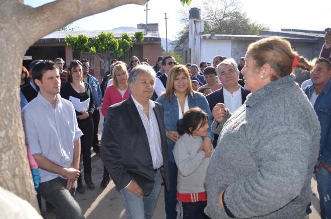 Bosetti dialoga con vecinos del barrio 4 de Junio